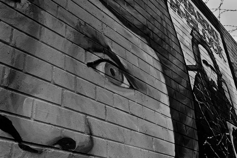 Wandgemälde auf Mauer in Belfast