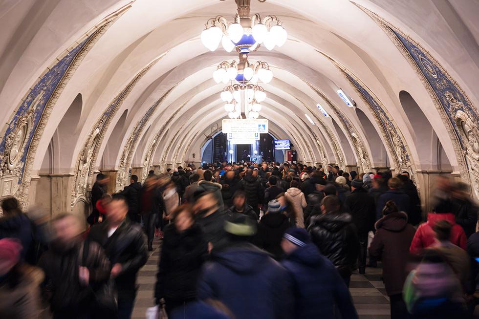 U-Bahn Station Moskau mit Menschen