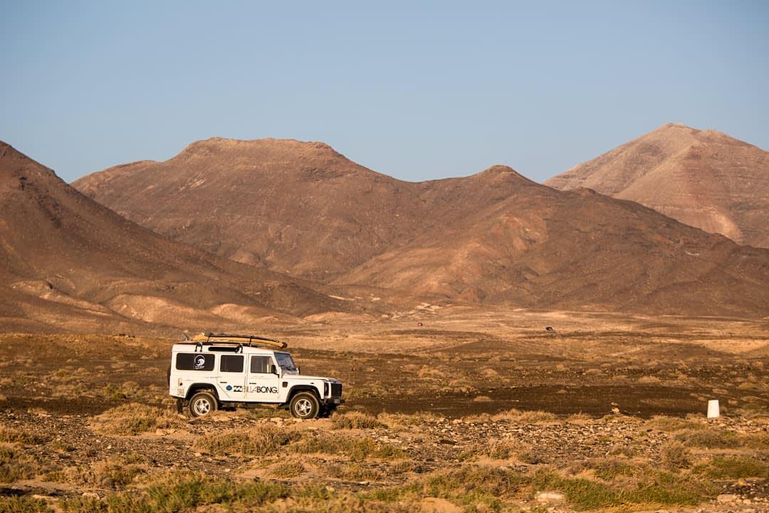 Einsame Straßen führen zu einsamen Stränden auf Fuerteventura