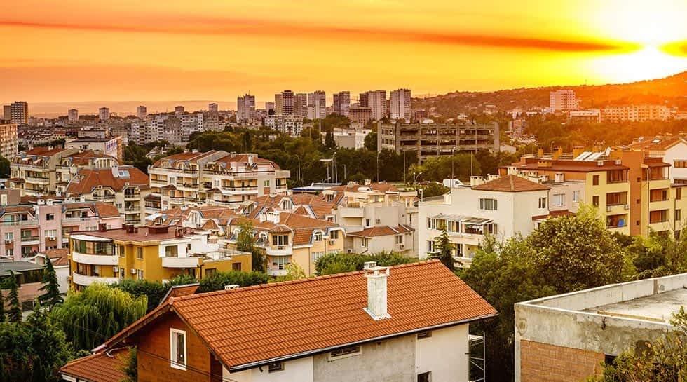 Varna von oben beim Sonnenuntergang