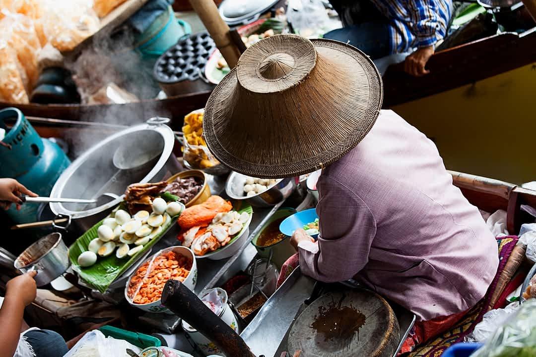 Bangkoks Garküchen, Mensch kocht